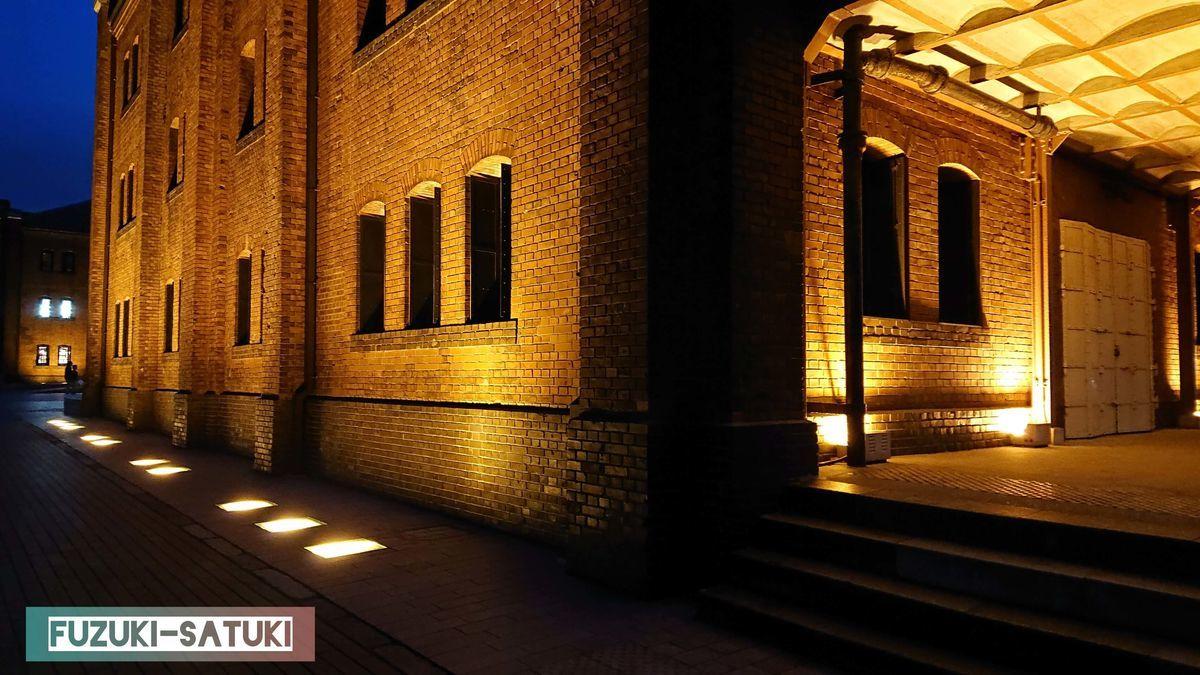 夜の赤レンガ倉庫の一角 画像加工一切なしでも絵になる一枚