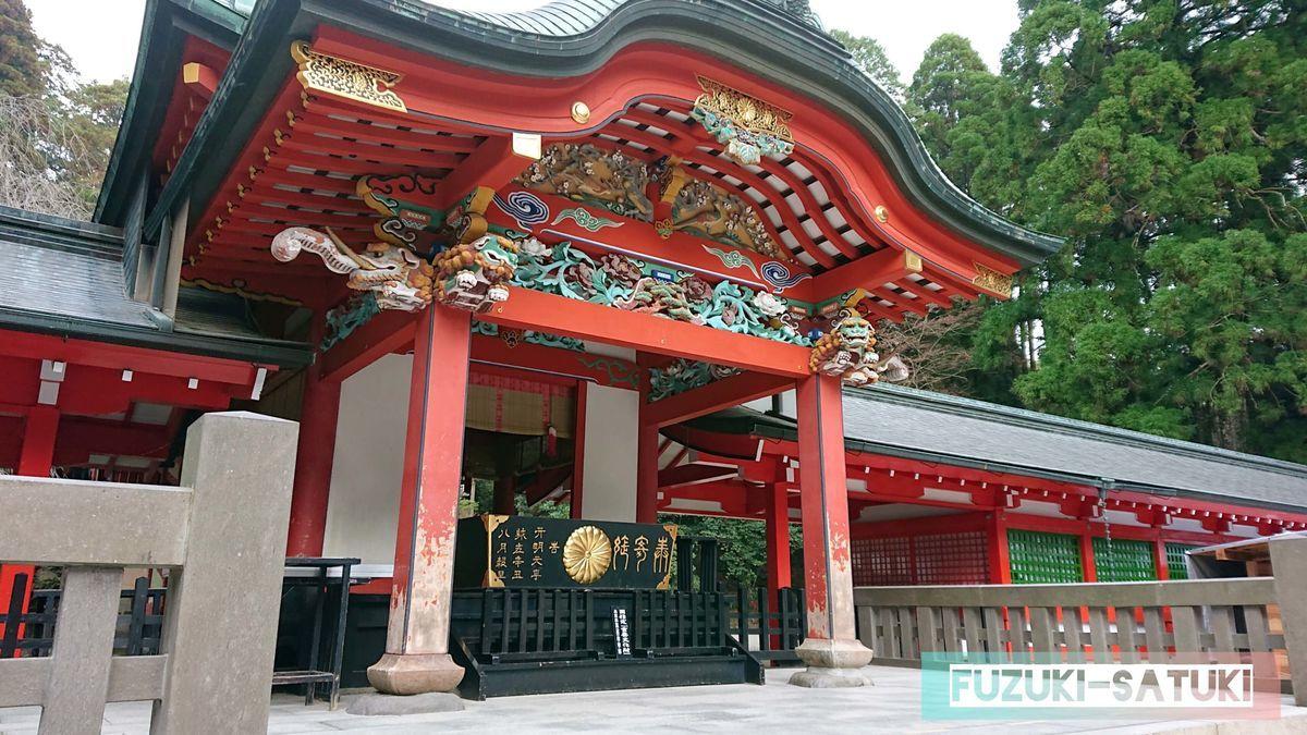 霧島神宮 本殿のアップ 西の日光と言われ、国の需要文化財にも指定されている