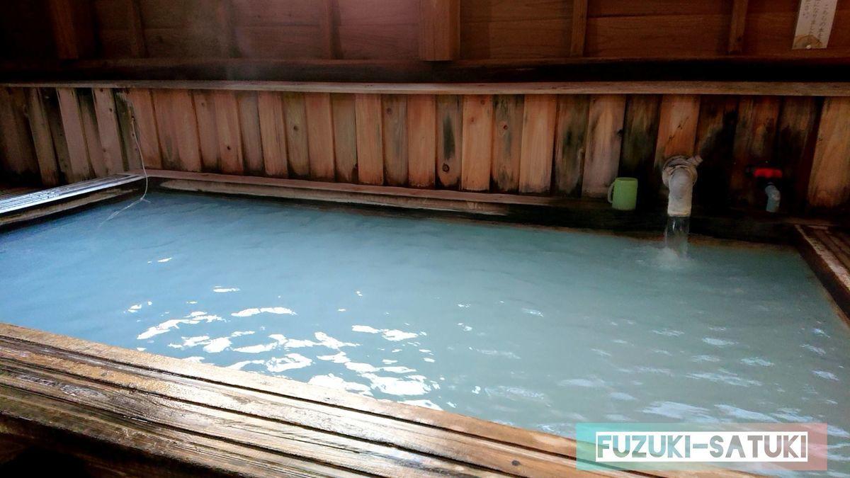 湯之谷温泉 男湯 熱湯の硫黄泉 一番乳白色が濃い