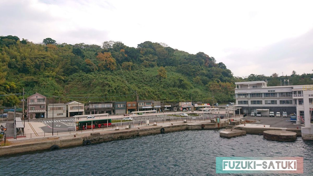 よりみちクルーズから見る、桜島港の閑散とした様子。島に来たな…と思わせてくれる。