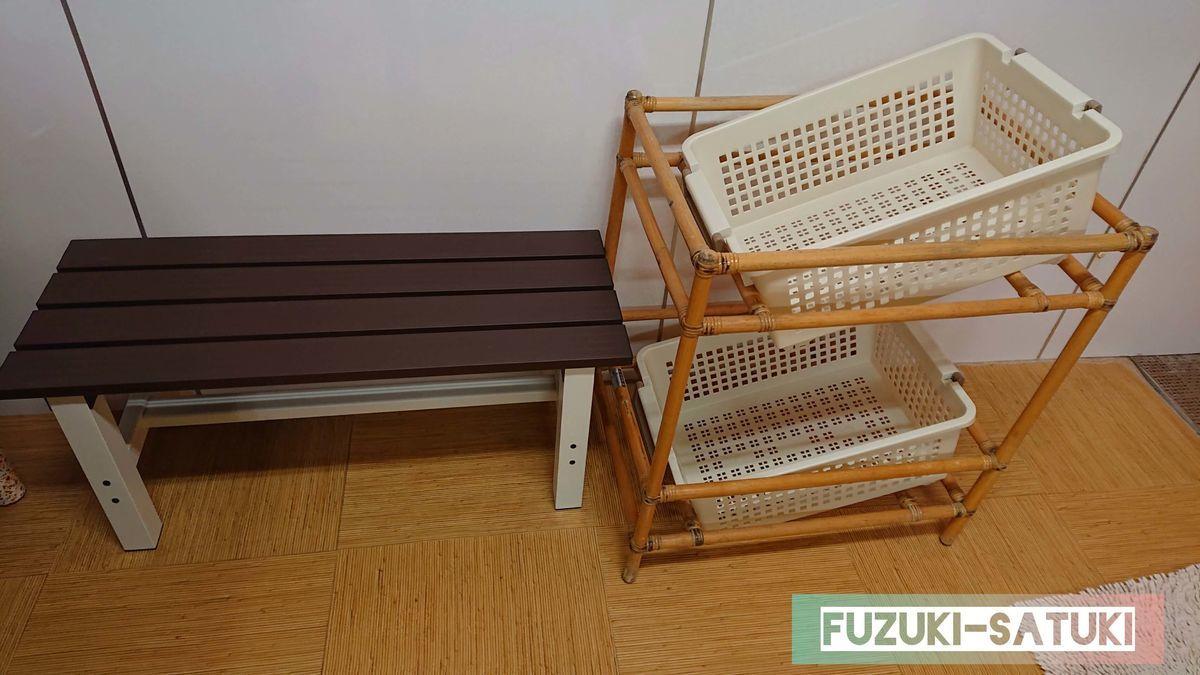 桜島マグマ温泉の貸切風呂にある、ベンチと籠2個。風呂上りの休憩にはちょうど良い