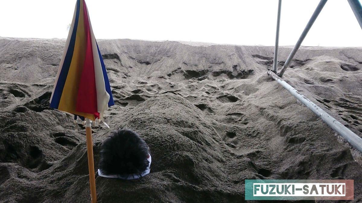 山川砂むし温泉『砂湯里』にて、砂むし体験。海の波音のみ、時折波しぶきが冷たく感じる。