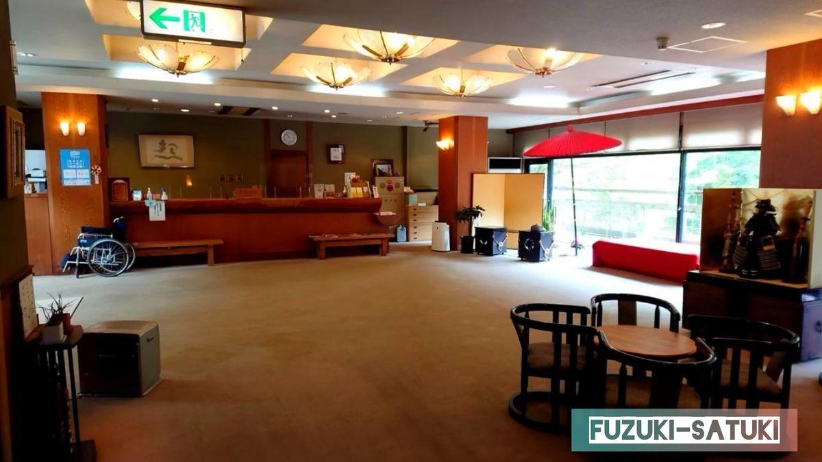 湯谷観光ホテル『泉山閣』のフロントロビーの様子。趣と落ち着きのある雰囲気。