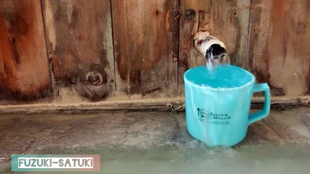 大出館 貸切風呂のお湯(五色の湯)は飲泉可能。備え付けのコップにお湯を汲み飲むことが出来る。
