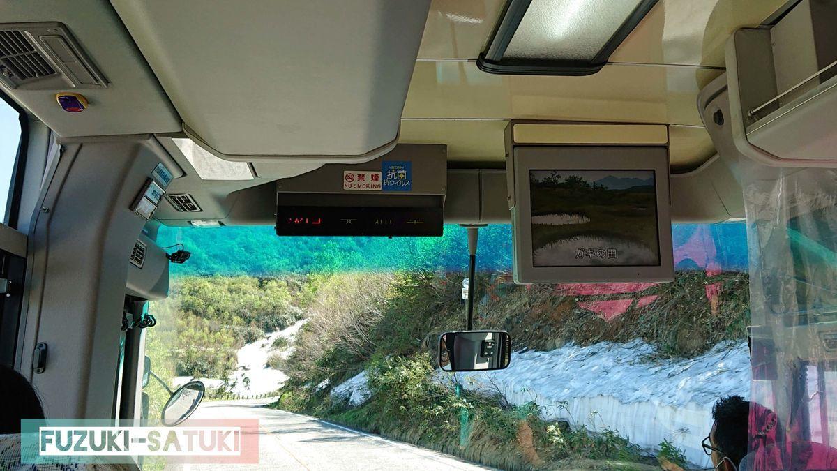 立山高原バスにて、標高2000m辺りの様子。