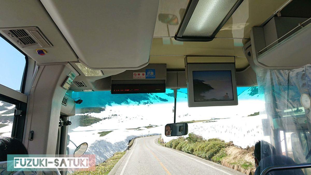 立山高原バスにて、標高2200m辺りの様子。