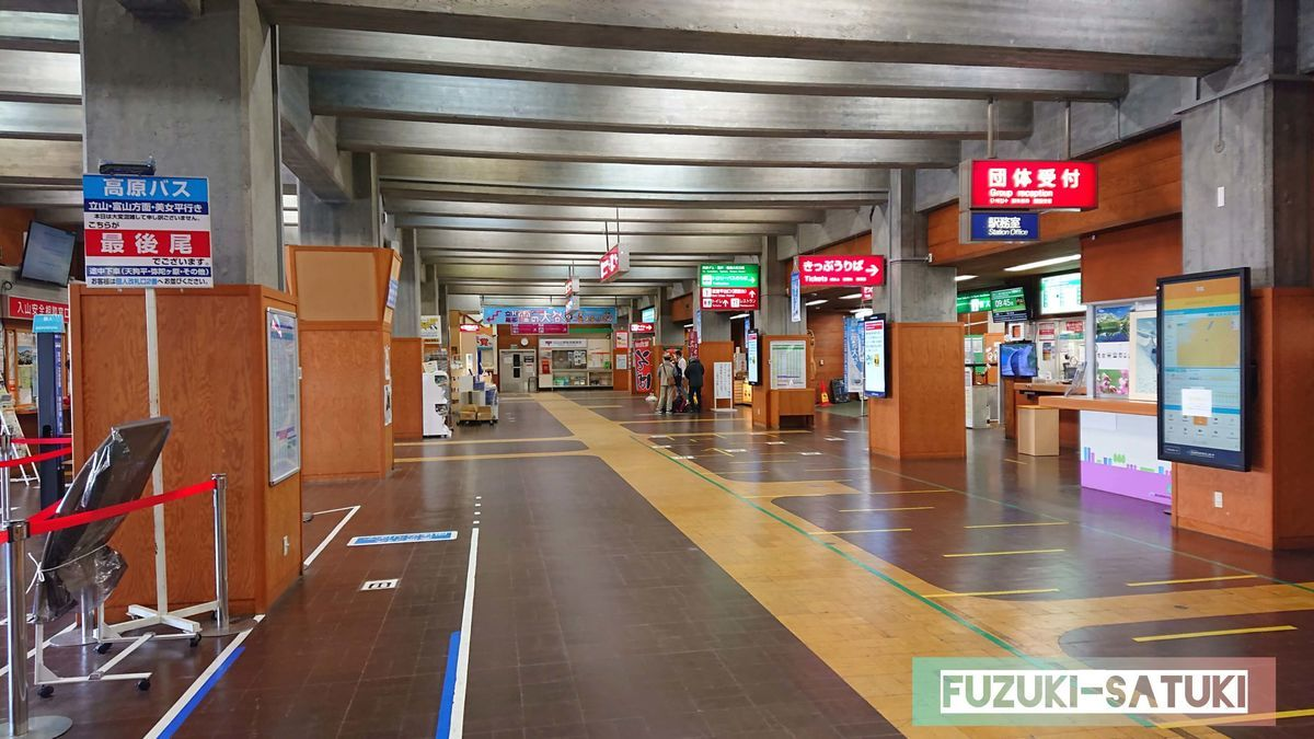 室堂駅構内は、この日は閑散としている。