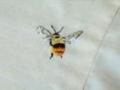 ハチ刺繍2