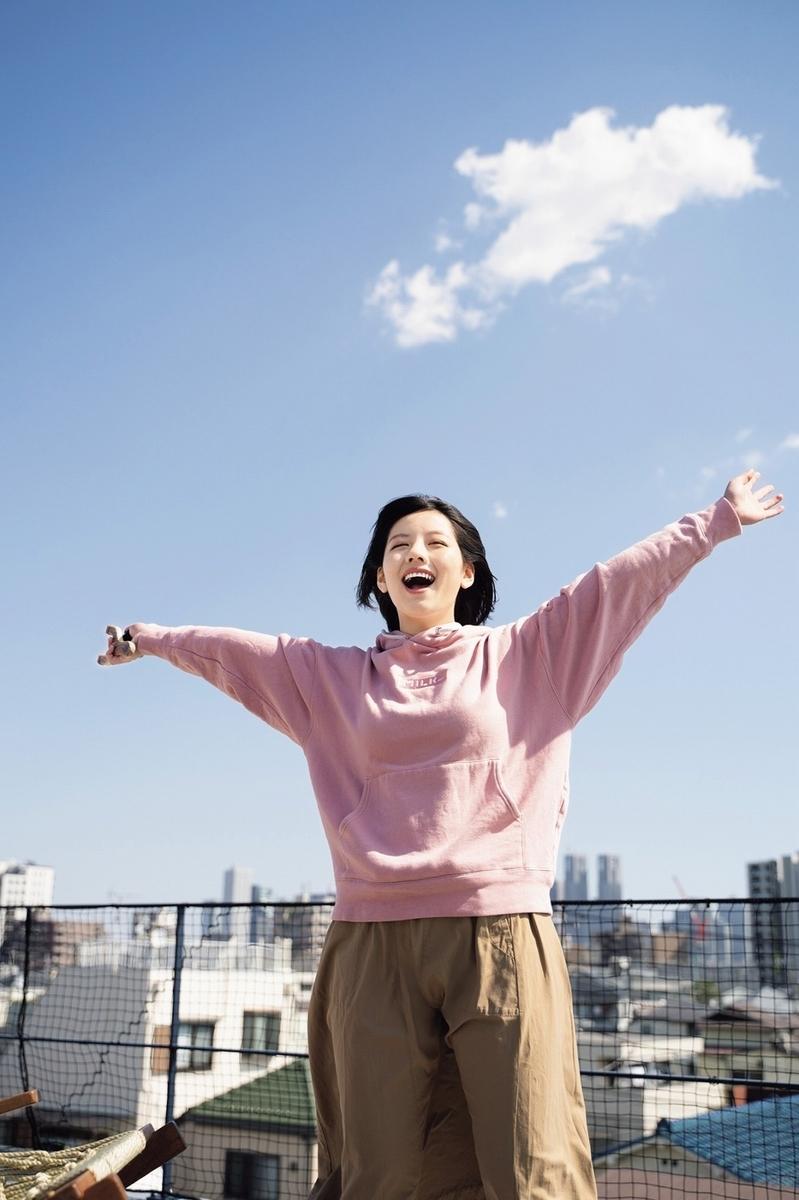 渡邉美穂が「週刊少年マガジン」初ソロ登場!いたずらっ娘\u201cべ