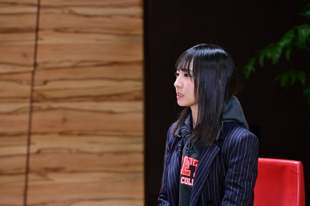 金村美玖は時に涙を見せながら家族とのエピソードを語る