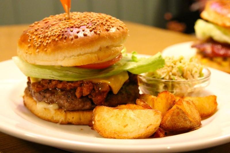0cfddc163399 美味すぎる! 三茶「ベーカーバウンス」の炭火焼きバーガーは肉好きなら絶対に食べるべき【東京エス肉めぐり第12回】