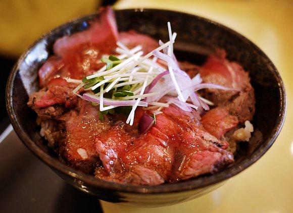 【横浜】ステーキ専門店の逸品も!横浜で食す極上ローストビーフ丼まとめ
