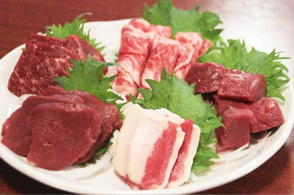 馬刺し&馬肉料理が食べ飲み放題で5,000円の天国が相鉄線沿線にあった…!これだから横浜は郊外でも侮れない