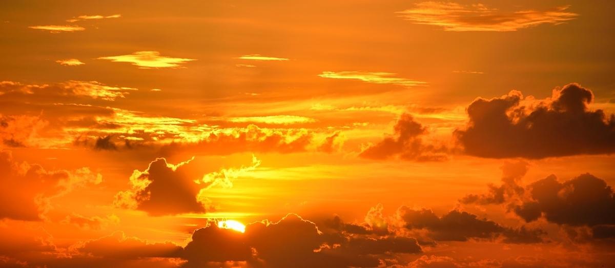 明るい夕陽