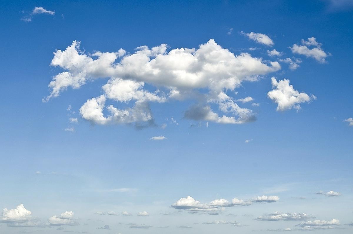 スッキリした青い空