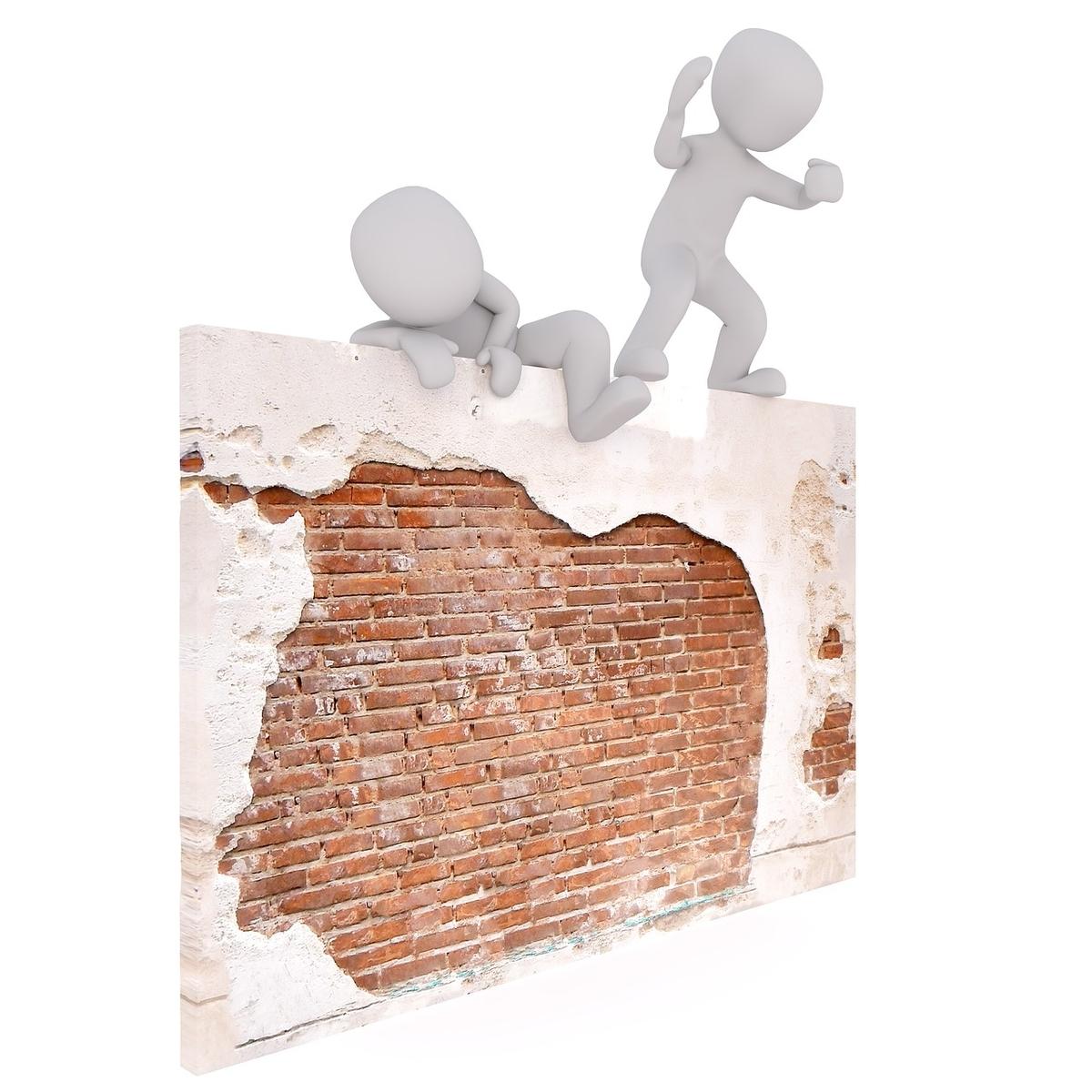 壁から脱出する人