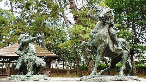 武田信玄と上杉謙信の一騎打ち像