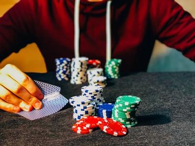 カジノしている男性