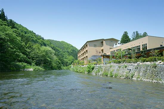 豊沢川から望む志だての写真