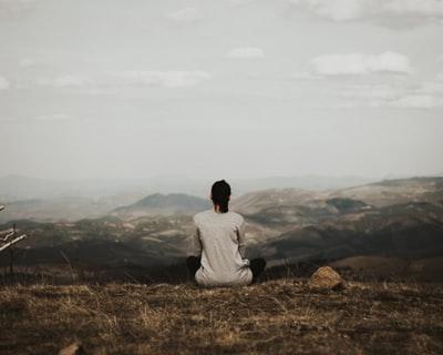 落ち着いている女性,瞑想