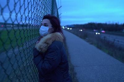 マスクしている女性