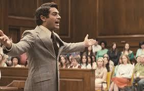 裁判で自分を弁護するテッド・バンディ