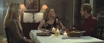 食卓を囲むエリッサと母とライアン