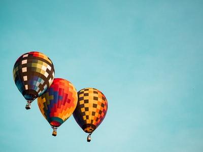 三つの気球