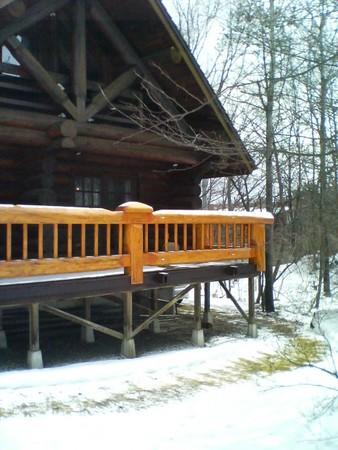 雪の中のログハウス