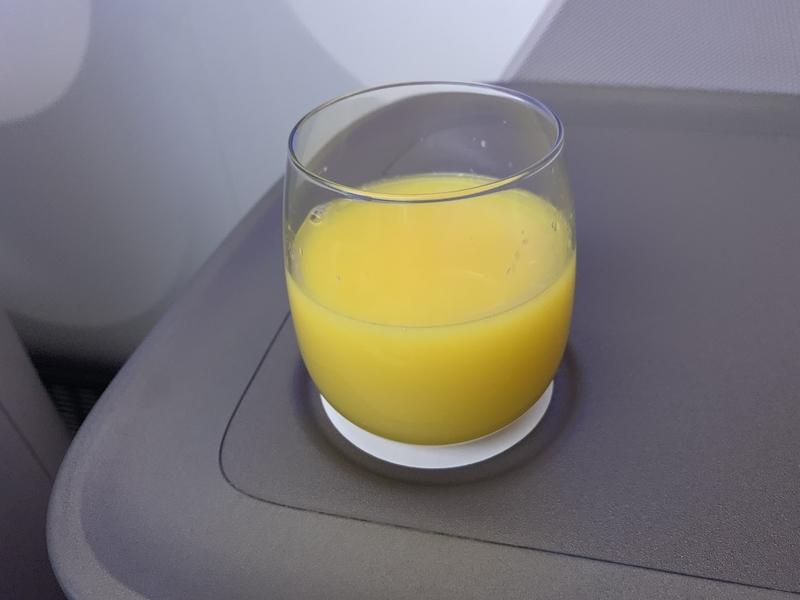 シンガポール航空SQ655ビジネスクラス オレンジジュース