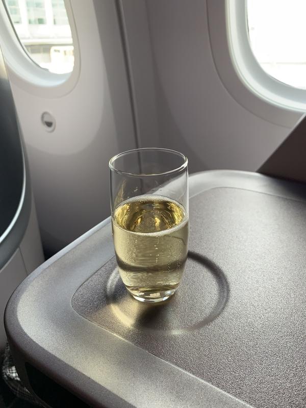 シンガポール航空SQ655ビジネスクラス シャンパン