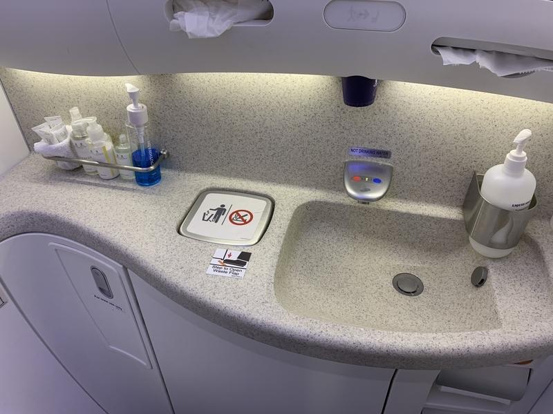 シンガポール航空SQ655ビジネスクラスのお手洗い洗面