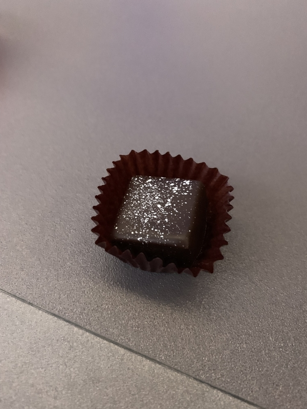 シンガポール航空SQ655ビジネスクラス 食後のチョコレート