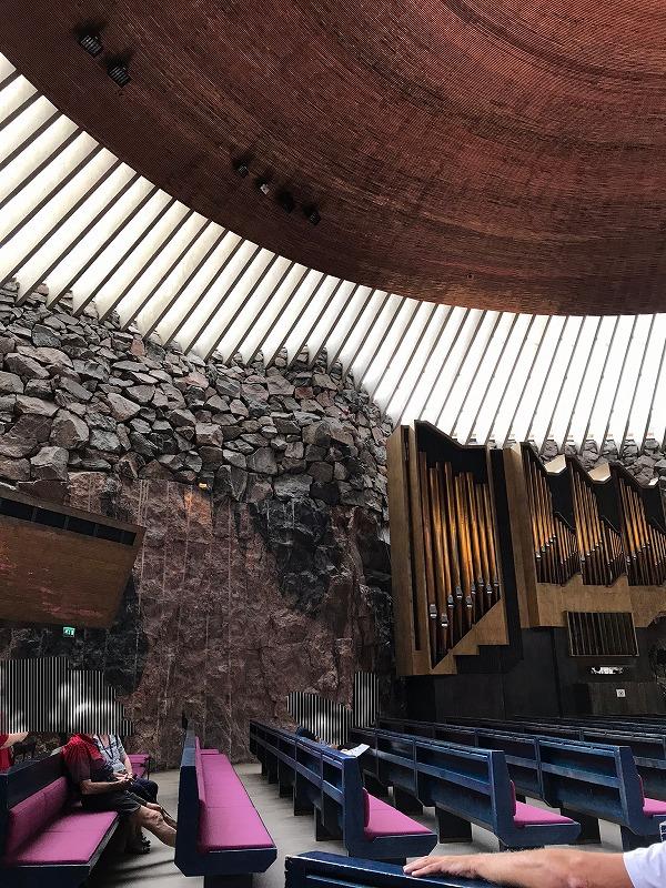 テンペリアウキオ教会の内部