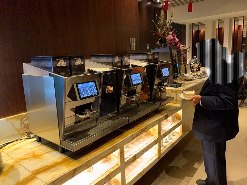 シルバークリスラウンジのコーヒーマシン