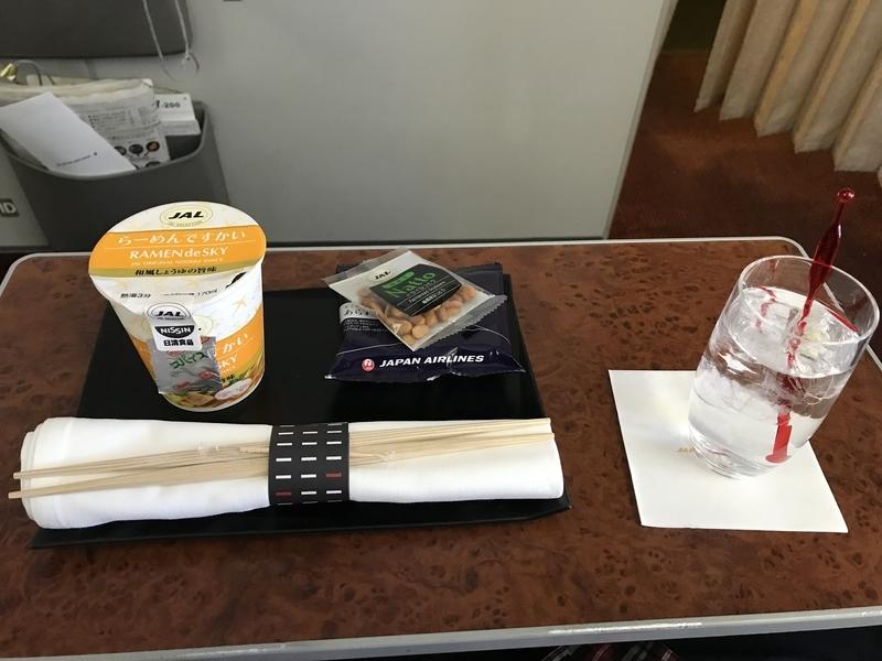 機内軽食とドリンク