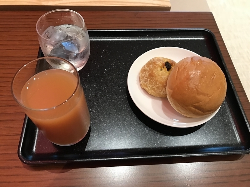 那覇空港JALダイアモンドプラチナラウンジのカレーパン