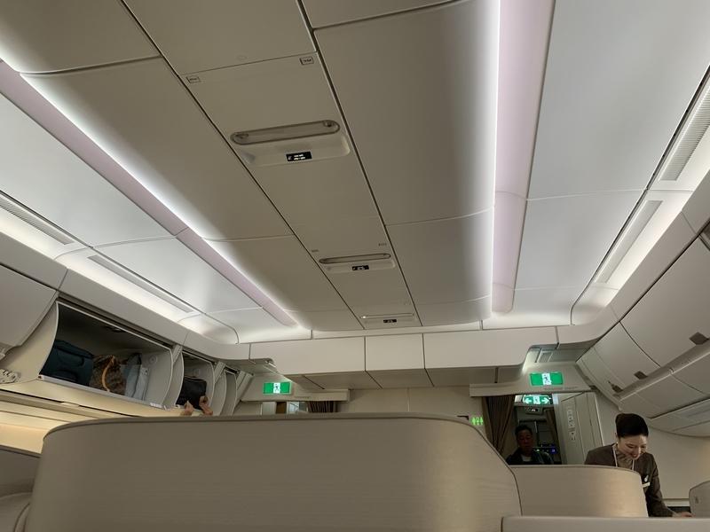 OZ113 A350座席頭上