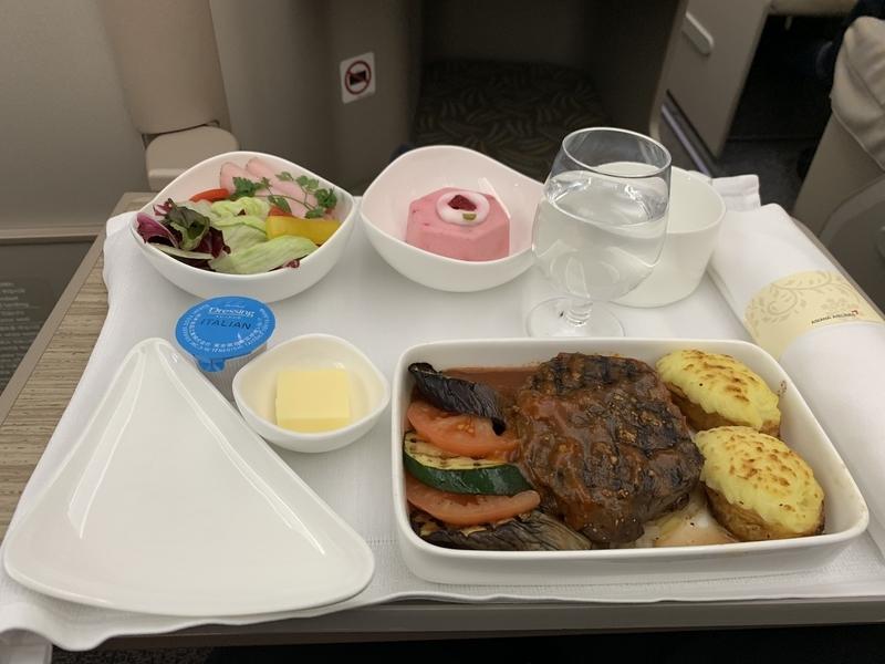 OZ113 A350機内食