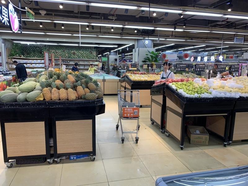 スーパーのフルーツ