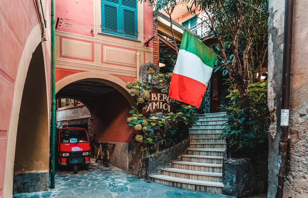イタリア国旗の意味・由来…3色はそれぞれ何を表すのか?