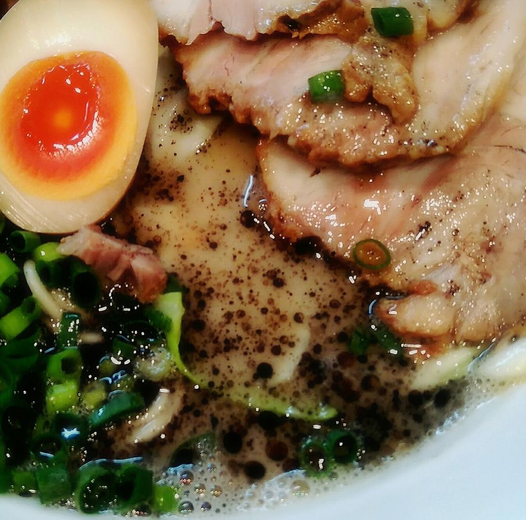麺屋MANIさんの黒ラーメンダブルのスープ