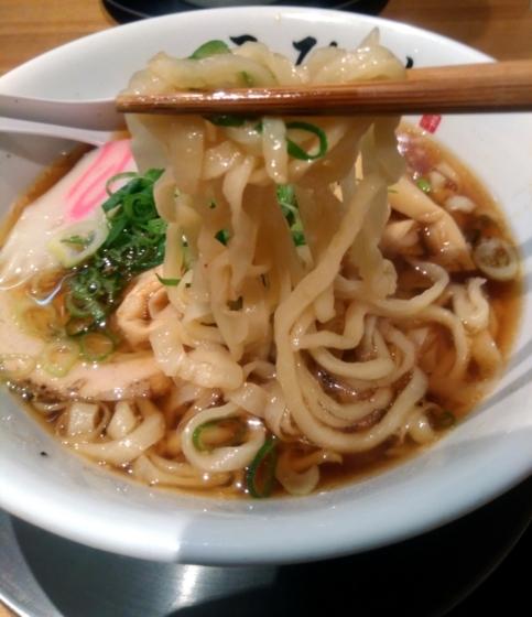 川越醤油らーめんの麺