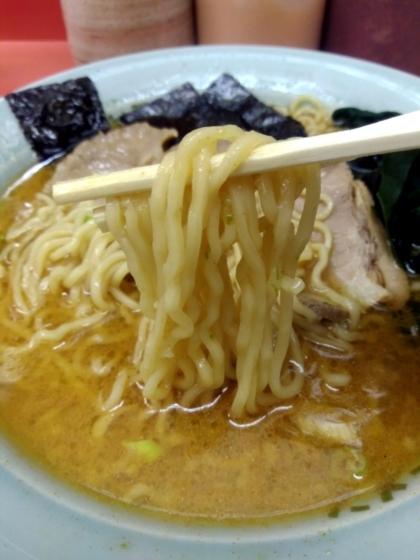 青とうラーメンの麺