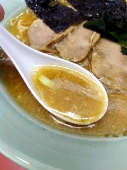 青とうラーメンのスープ