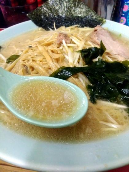 ネギラーメンのスープ 脂普通