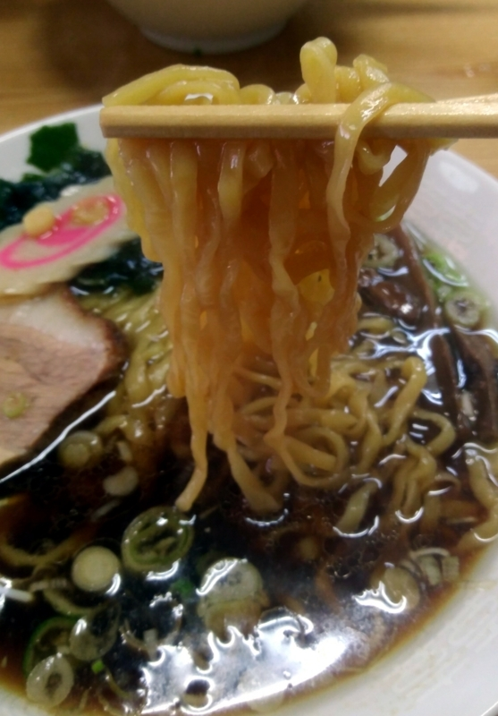 正油ラーメンのピロピロ麺