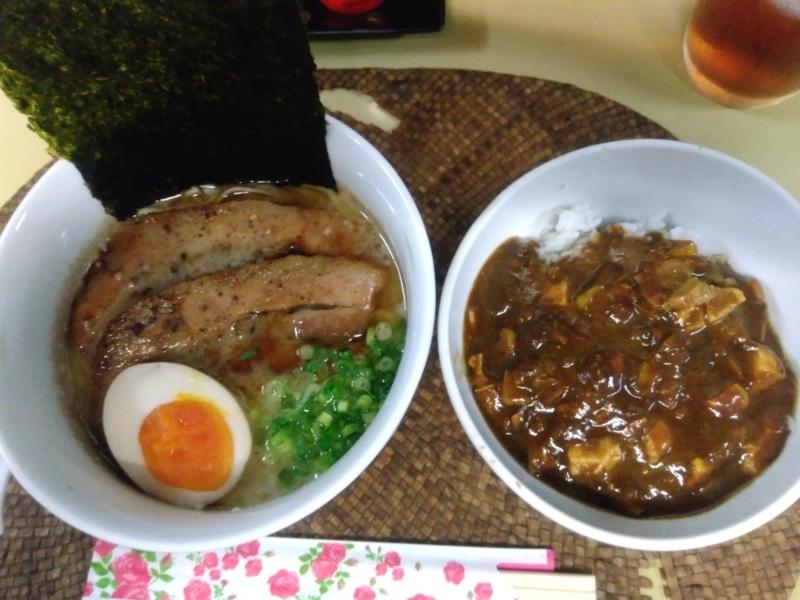 龍門瀑さんの豚そばと豚骨ブラックカリー定食 990円