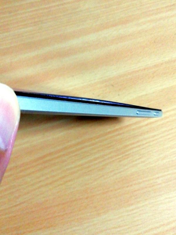 VAIO Phone Aの電池が膨張してきた。