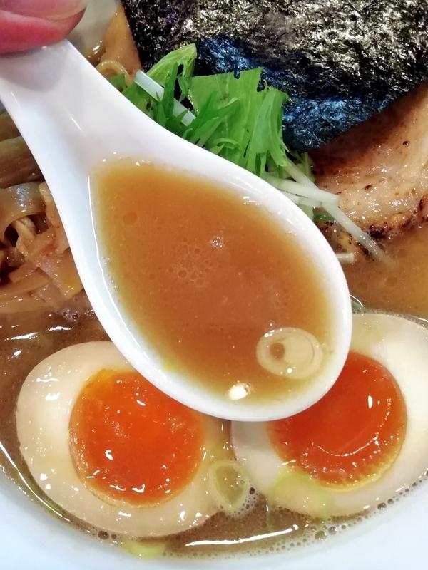 麺やしし丸さんのしし丸らーめんのスープ